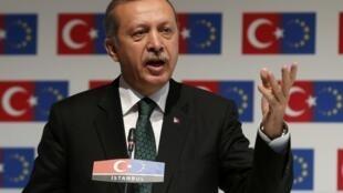 O premiê turco Recep Tayyip Erdogan tentou acalmar os protestos com um discurso conciliador.