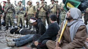 ក្រោយលោកមូបារ៉ាក់លាចុះពីអំណាច ទាហានស្នើឲ្យបាតុករចាកចេញពីទីលានសេរីភាព Tahrir