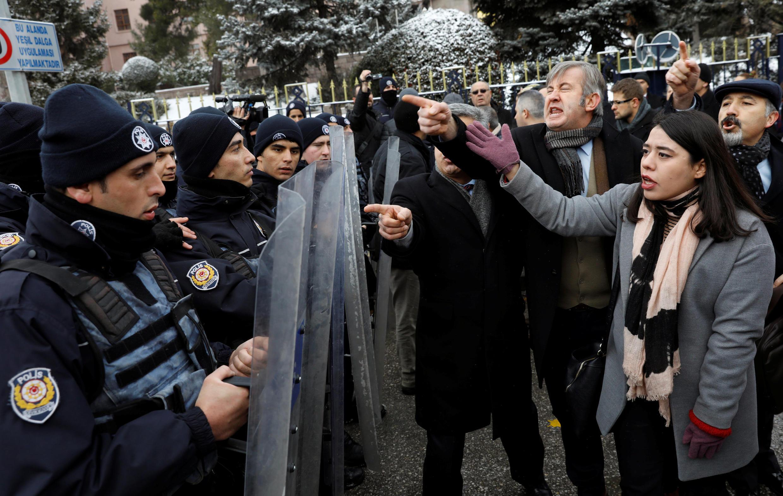 تظاهرات مخالفان اردوغان و تغییر قانون اساسی در ترکیه