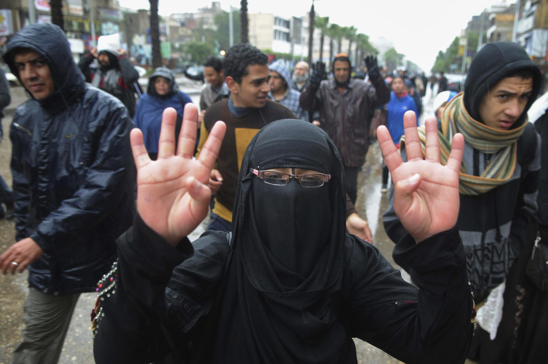 Người ủng hộ Huynh đệ Hồi giáo  biểu tình ngày 13/12/2013 tại Cairo..