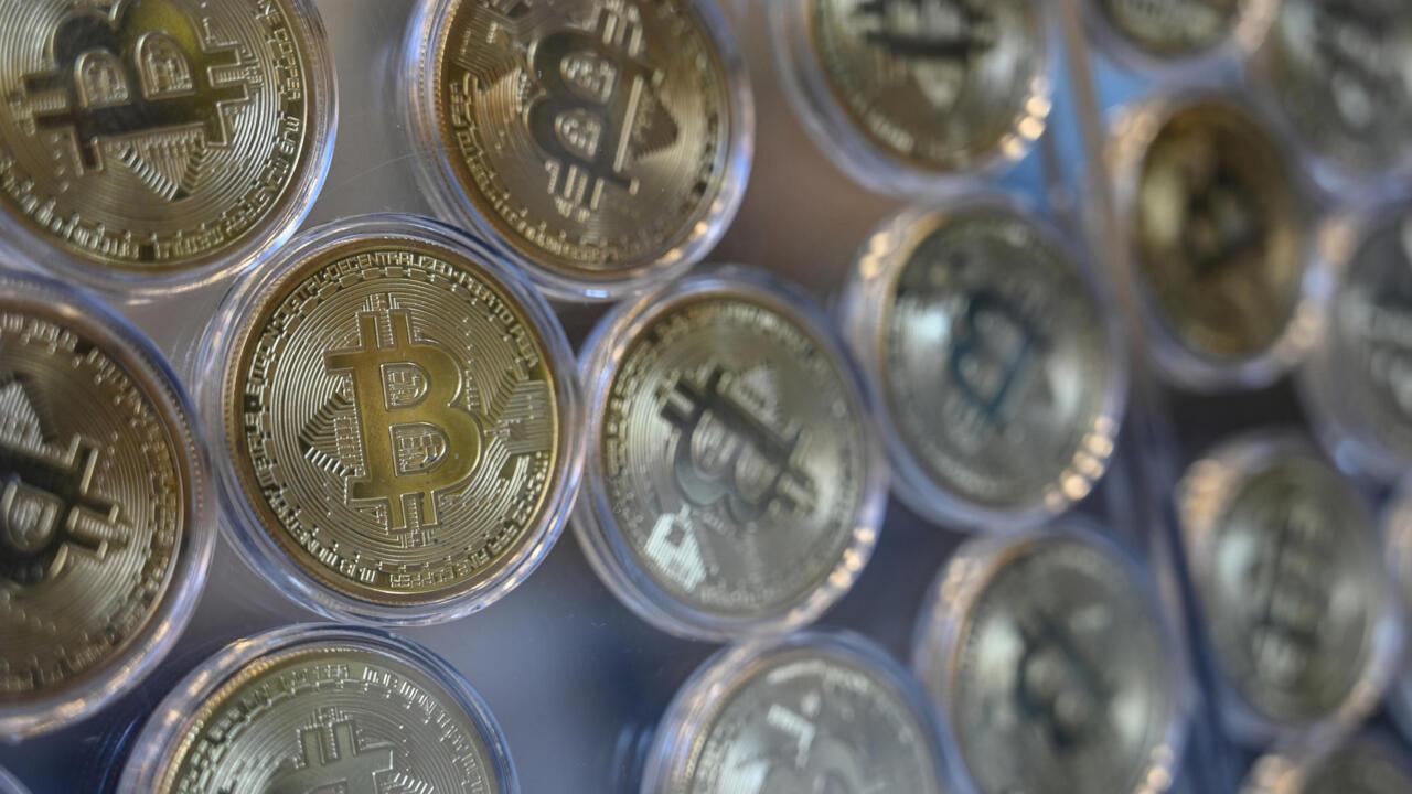 La Banque centrale du Nigeria s'attaque aux utilisateurs des cryptomonnaies - RFI
