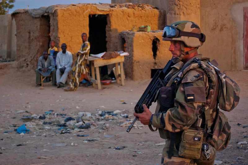 Французский солдат в Гао, Мали