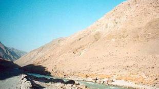 Sur la route de Saroubi, à une cinquantaine de kilomètres à l'est de Kaboul, une embuscade tendue par une centaine de talibans a coûté la vie à 10 soldats français.