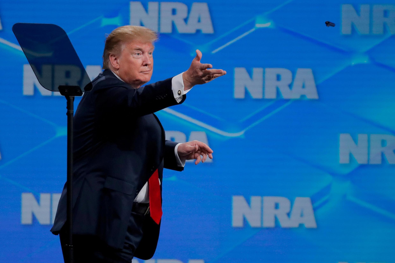 Donald Trump, apoia lobby nacional defensor de porte de armas e rejeita acordo da ONU