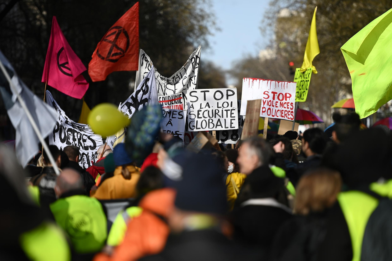 2021-01-30 france protest security bill protect police violence sécurité globale
