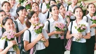 8月16日,首批入职厦门航空的来自台湾的空中乘务员合影。