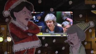В лондонском пабе смотрят выступление Терезы Мэй в Палате общин, 10 декабря 2018.