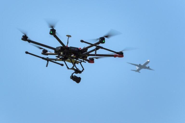 Démonstration d'un drone en vol. (Image d'illustration)