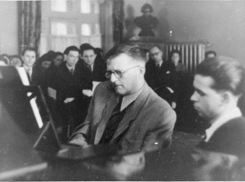 Эдисон Денисов с Дмитрием Шостаковичем. Московская консерватория. 1953 г.