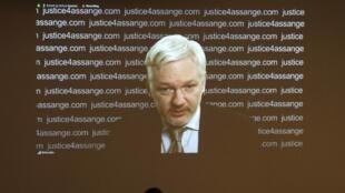 Vidéo-conférence de Julian Assange, le 5 février 2016. Frontline Club