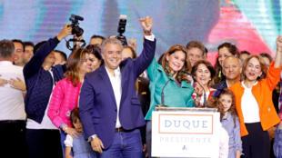 Ivan Duque celebrando su victoria junto a Marta Lucía Ramírez, su fórmula a la vicepresidencia, 17 de junio de 2018.