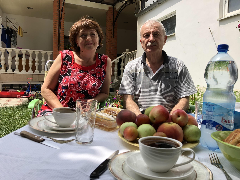 Алик Дзуцев с женой в Цхинвале. Июль 2018 г.