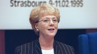 La présidente islandaise Vigdis Finnbogadottir lors d'une conférence du Conseil européen en 1995.