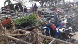Autoridades da Indonésia afirmaram que centenas de vítimas estão sob os escombros do terremoto e do tsunami que atingiram a ilha de Sulawesi na última sexta-feira (28).