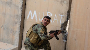 Miembro de las fuerzas especiales kurdas en Khormatu, Irak.