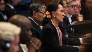 Aung San Suu Kyi na Corte Internacional de Justicia (CIJ), em 10 de dezembro de 2019.