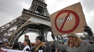 Ảnh minh họa : Biểu tình tại Paris chống chính sách nhập cư của tổng thống Mỹ Donald Trump. Ảnh ngày 04/02/2017.