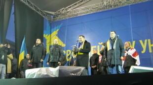 "Михаил Саакашвили на трибуне ""Евромайдана"", 7 декабря 2013"