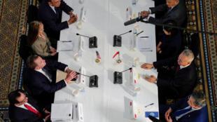 中美代表舉行貿易談判。