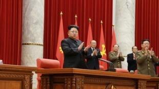朝鮮最高領導人金正恩在平壤出席朝鮮勞動黨中央政治局擴大會議2015年2月18日朝中社