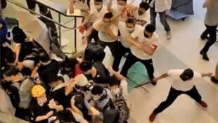 2019年7月21,白衣人冲入元朗站袭击市民