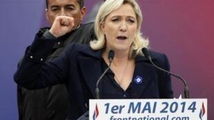 """""""¡No me decepcionen, vayan a votar!"""", pidió Marine Le Pen durante la manifestación, el 1 de mayo de 2014."""