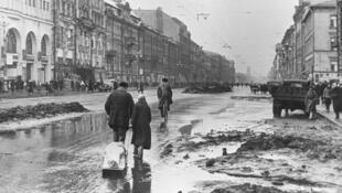یکشنبه ٧ بهمن/ ٢٧ ژانویه ٢٠۱٩، مصادف است با هفتادو پنجمین سالگرد شکسته شدن محاصره لنینگراد به وسیله ارتش سرخ. .