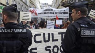 Performing artists protesting in Paris, 2 June 2014.