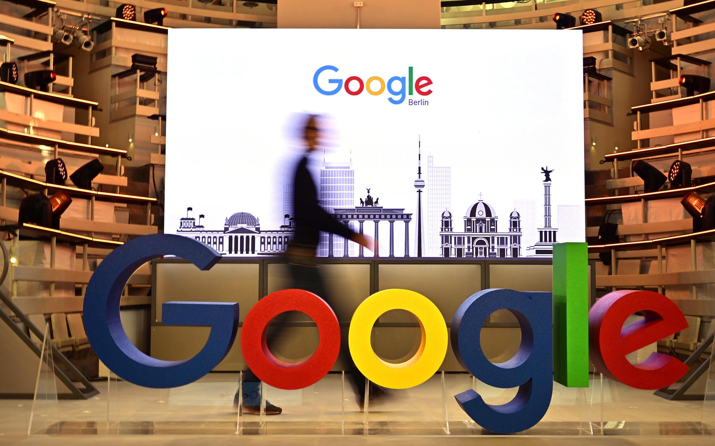 Ahora, cuando se busca en Google Imágenes se puede ver una etiqueta 'Fact Check' debajo de los resultados en miniatura, explicó el grupo