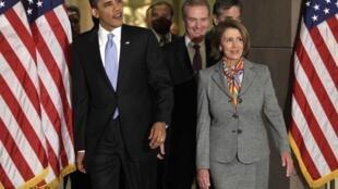 Tổng thống Barack Obama và chủ tịch Hạ Viện, bà Nancy Pelosi, tại phòng tiếp khách ở Capitol Hill, Washington, ngày 20/03/2010