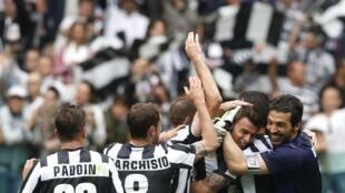 L'équipe de la Juventus célébrant leur victoire, le 5 mai 2013.