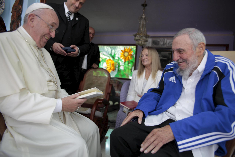 Rire partagé entre le pape François et Fidel Castro, à La Havane, le 20 septembre 2015.