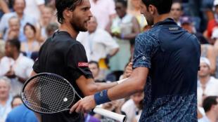 O português João Sousa (esquerda) acabou por perder frente ao sérvio Novak Djokovic (direita) no torneio norte-americano de ténis, o US Open.
