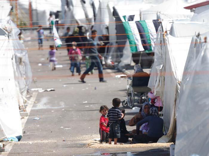 Milhares de sírios fugiram para a Jordânia, Turquia e Iraque desde o começo dos conflitos, em março de 2011.