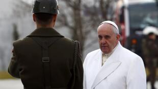 O papa Francisco desembarcou em Ancara, na manhã desta sexta-feira (28), para uma visita oficial de três dias à Turquia.
