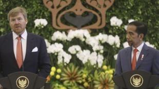 ព្រះចៅ Willem Alexander មហាក្សត្រហូឡង់ ថ្លែងសុំទោសប្រជាជនឥណ្ឌូណេស៊ី ចំពោះមុខលោកប្រធានាធិបតី ចូកូ វីដូដូ នៅវិមានបូហ្គោ ថ្ងៃទី១០មីនា ២០២០។