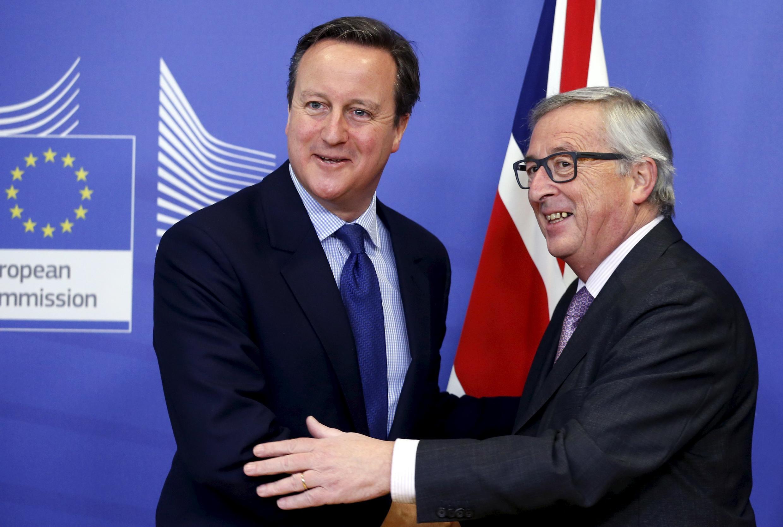O primeiro-ministro da Grã-Bretanha, David Cameron (à esq.), e o presidente da Comissão Europeia, Jean-Claude Juncker, antes da reunião na sede da Comissão Europeia em Bruxelas, Bélgica, 29 de janeiro de 2016.