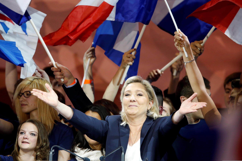 A líder do partido extrema-direita francês Frente Nacional, Marine Le Pen, durante comício do 1° de maio.