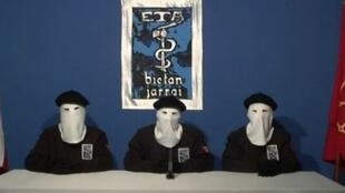 Membros do ETA comunicam desição de cessar luta armada, em 2011
