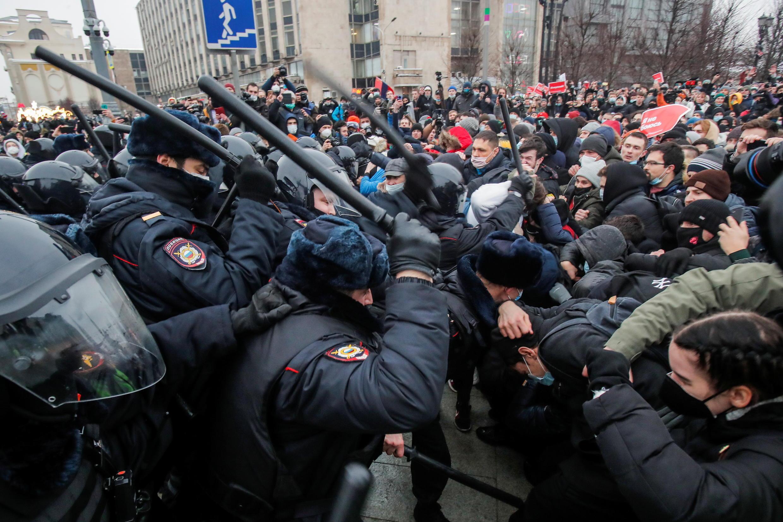 2021-01-23T175735Z_1477776703_RC2TDL9WTT2D_RTRMADP_3_RUSSIA-POLITICS-NAVALNY-PROTESTS