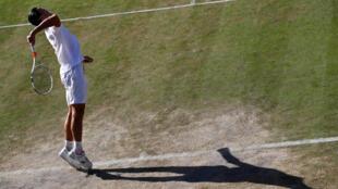 Muchos tenistas se han quejado de las malas condiciones del césped en Wimbledon este año.