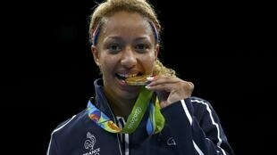 Estelle Mossely remporte l'or à Rio.