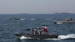 """伊朗海軍在霍爾木茲海峽的""""國家波斯灣日""""活動2019年4月30日"""