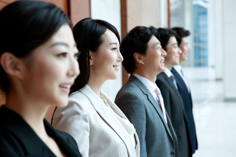 En Corée du Sud, de plus en plus de personnes décident de se faire injecter du botox dans les cordes vocales pour obtenir une voix plus aigüe ou plus grave.