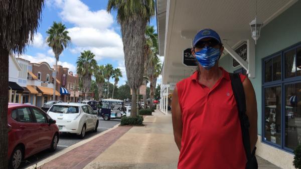 John Girow, électeur indépendant et encore indécis à trois semaines du scrutin, à The Villages en Floride..