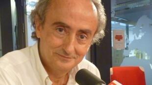 El escritor mallorquín José carlos llop en los estudios de RFI