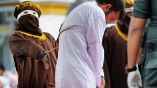 L'exécution des coups de canne s'est faite en public à Aceh.