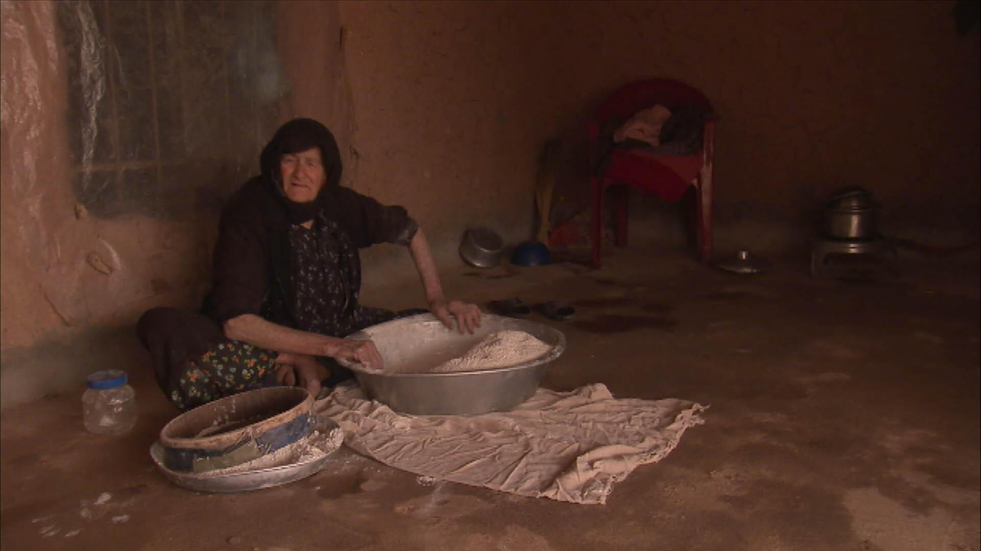 Хайал-хан, одна из героинь фильма  «Нам нужно счастье».