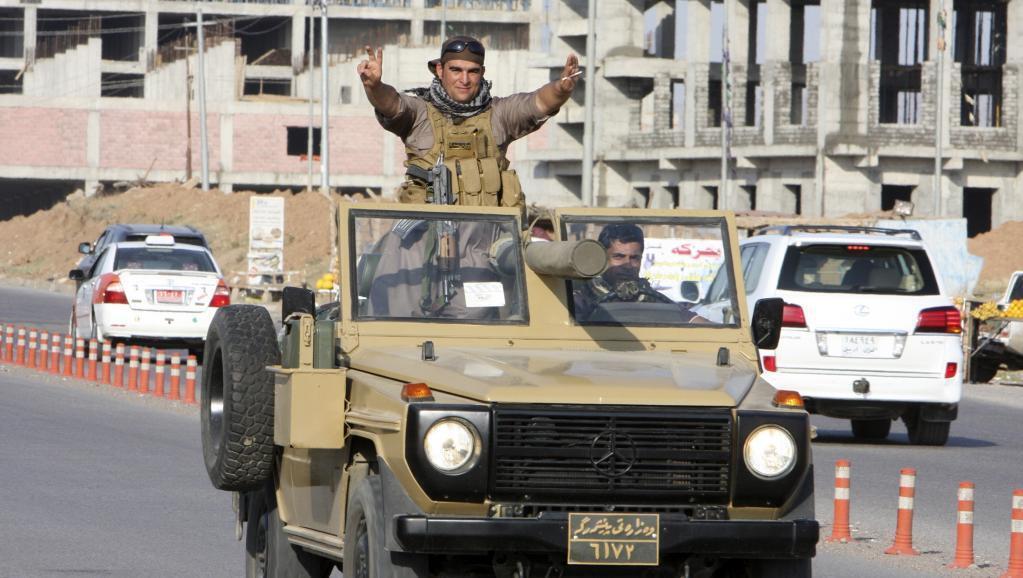 Msafara wa wapiganaji wa Kikurdi wa Iraq (peshmerga) wakipitia Erbil (mji mkuu wa Kurdistann chini Iraq) ili waweze kuingia Kobane, Oktoba 28, 2014.