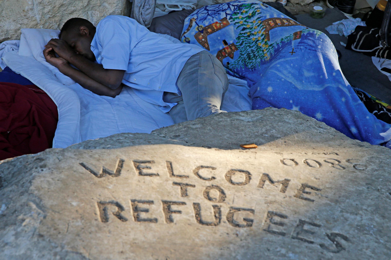 Мэр Парижа считает, что«проблема невнаплыве беженцев, авотсутствии условий для их приема»
